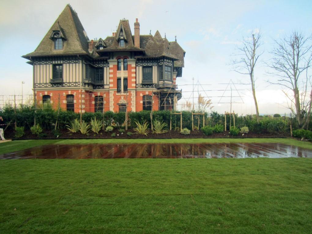 Deauville, l'endroit parfait pour la piscine à fond mobile