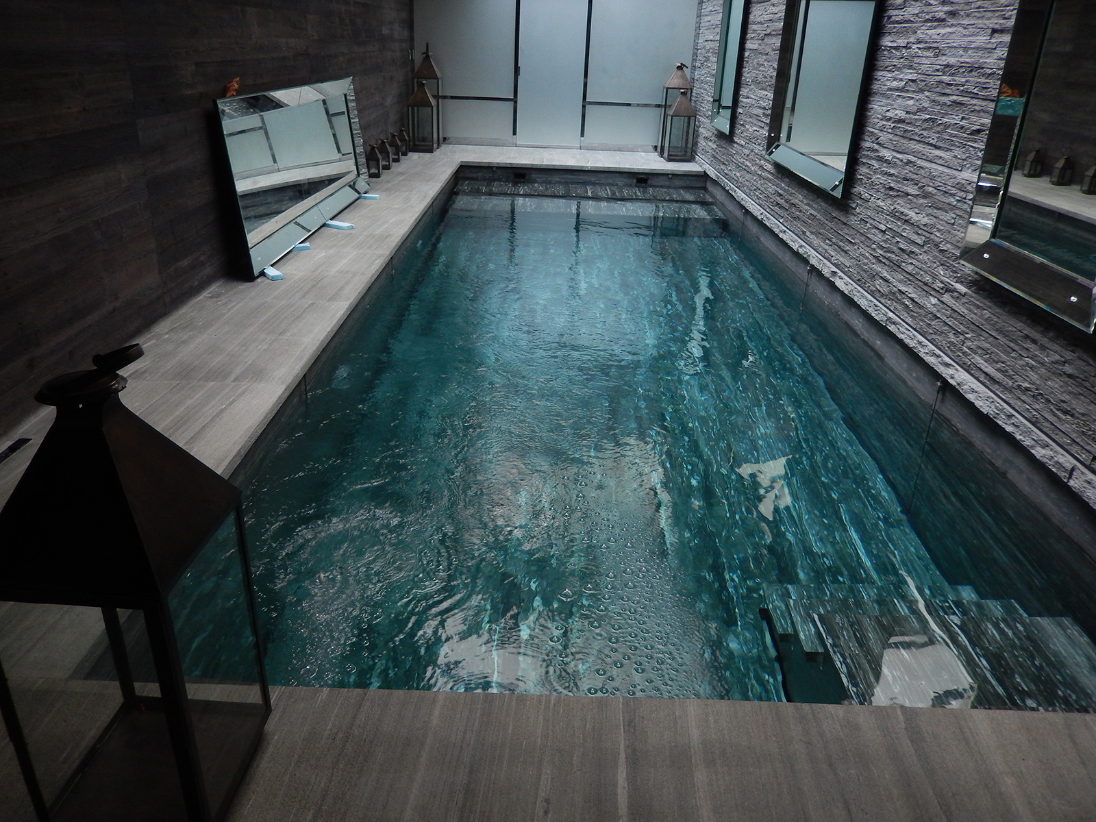 Emejing piscine noire images for Toile solaire piscine prix